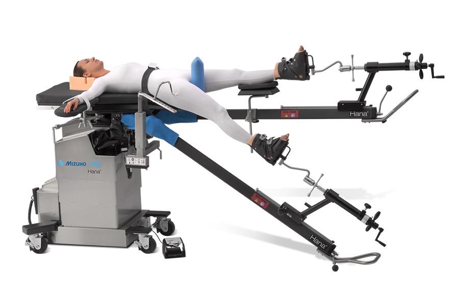 方便上肢术野空间,可适配任意品牌手术床